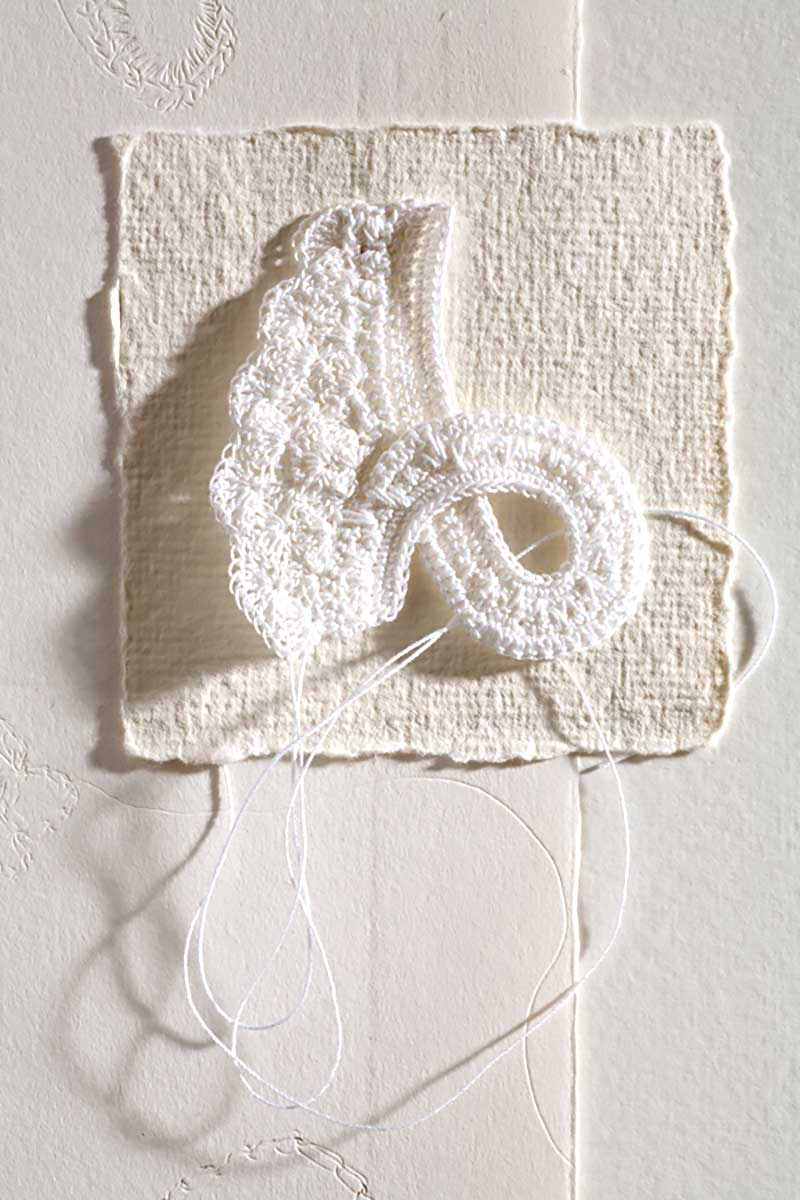 WHITE WORK 2 (detail ) | Starting a piece of crochet then changing the direction and turning it over and working in a different direction. Photography : Roland Paschhoff