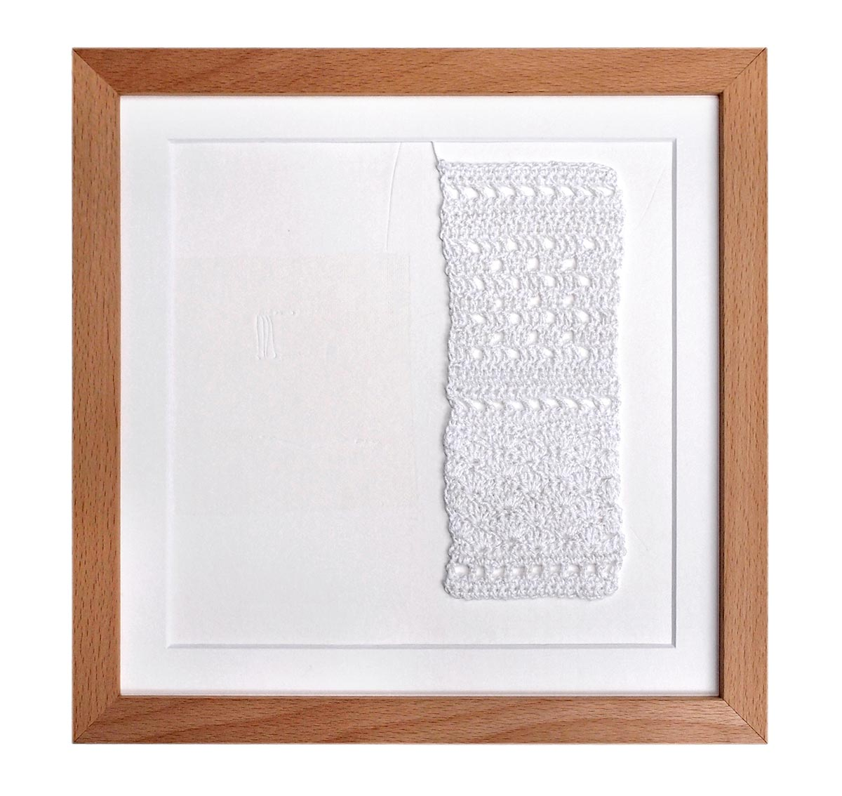 STRUCTURE WITH HOLES – 2016 | Size: 25 x 25 cms. Materials: Crochet cotton and paper. Techniques: Crochet and embossing. Photo: Ulrike Sauer