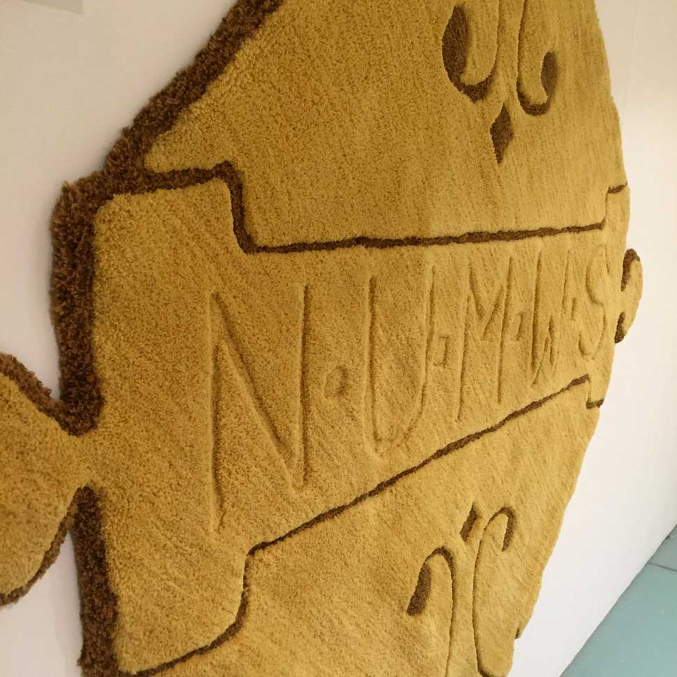 NATIONAL UNION OF ME | Union badge in hand tufted Axminster yarn 1.8m x 1.8m.