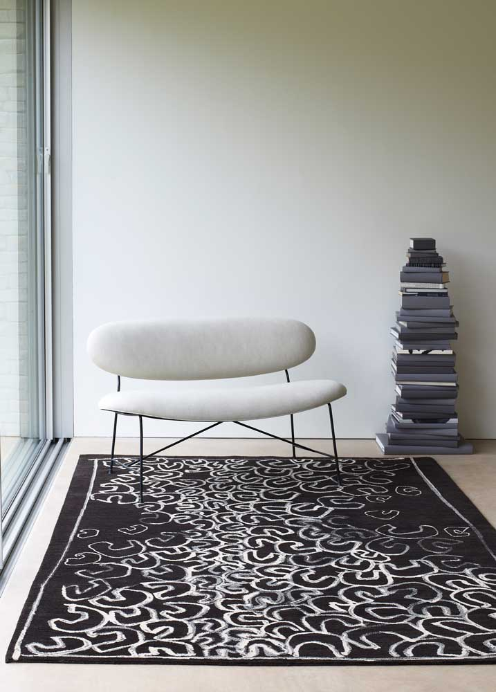 <strong>POD MIDNIGHT</strong>, 2013 |Hand knotted rug 180 x 270cm, Photographer: Carolyn Barber